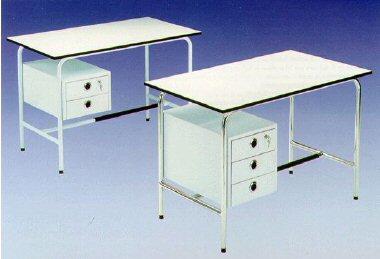 Carrelli vetrine sgabelli lettini lampade bilance ecc for Arredamento per studio medico